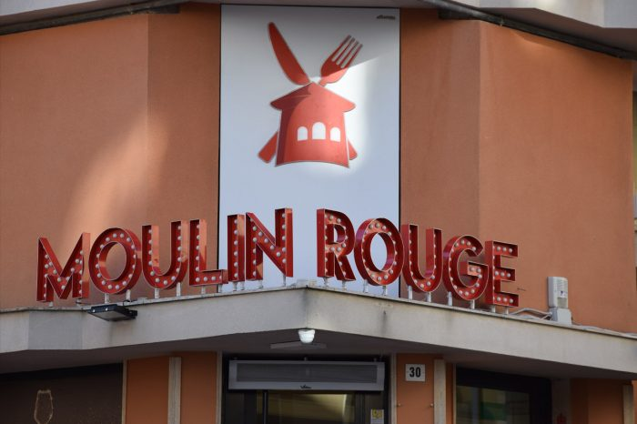 Insegna Mouline Rouge